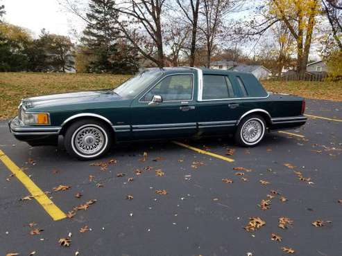 1994 Lincoln Town Car - cars & trucks - by owner - vehicle... for sale in Rochester , NY