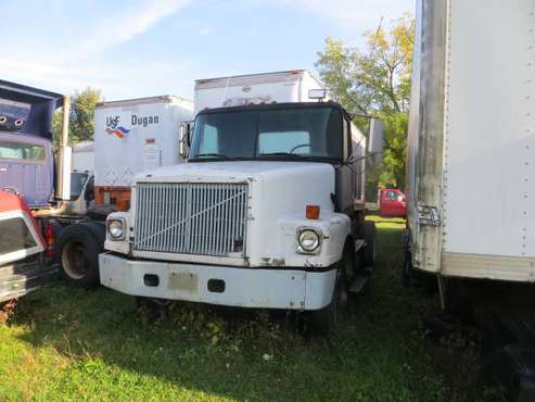 1993 WHITE GM TRACTOR for sale in utica, NY
