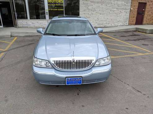 2006 Lincoln Town Car - cars & trucks - by dealer - vehicle... for sale in Evansdale, IA