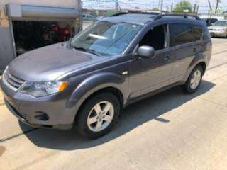 2008 MITSUBISHI OUTLANDER EXTRA CLEAN LOOKS AND DRIVES LIKE NEW for sale in Chicago, IL