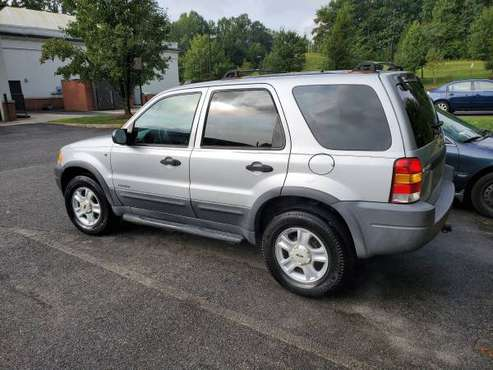 very cheap 2005 Ford Escape xlt 125,000 miles - cars & trucks - by... for sale in Dumfries, District Of Columbia