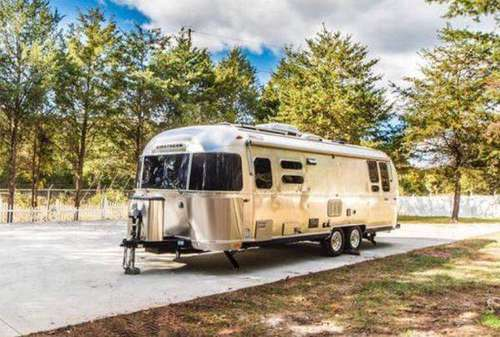 2018 Airstream Tommy Bahama 27FB Relax Edition Financing Available.... for sale in CHANTILLY, District Of Columbia