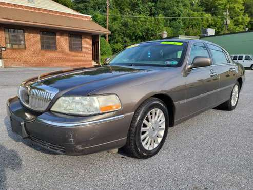 2003 Lincoln Town Car Executive WARRANTY AVAILABLE - cars & trucks -... for sale in HARRISBURG, PA
