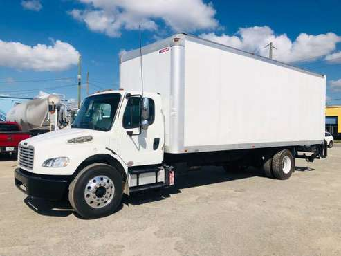 2013 FREIGHTLINER m2 26ft box truck for sale in Medley, FL
