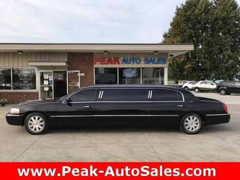 2003 *Lincoln* *Town* *Car* *Executive* - cars & trucks - by dealer... for sale in Medina, OH