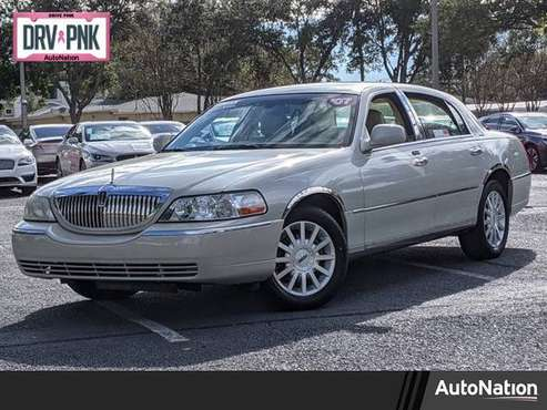 2007 Lincoln Town Car Signature SKU:7Y601550 Sedan - cars & trucks -... for sale in Clearwater, FL