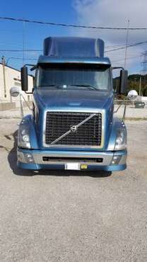 Semi Truck Volvo 630 D12 465HP 2006 for sale in Willowbrook, IL