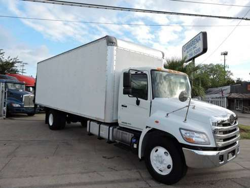 2013 HINO 338 26 FOOT BOX TRUCK W/LIFTGATE with for sale in Grand Prairie, TX