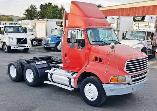 2005 Tandem Day Cab Tractor 435H.P. - One Owner - ALL Records - DayCab for sale in Chicago, IL