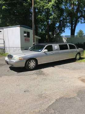 2004 Lincoln Federal 6 Door 24 hour Limousine - cars & trucks - by... for sale in Ogdensburg, NJ