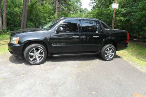 07 Chevrolet Avalanche, road ready, clean and only 156k mi. ! for sale in North Little Rock, AR