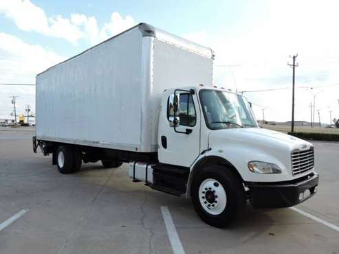 2013 FREIGHTLINER M2 26 FOOT W/CUMMINS with for sale in Grand Prairie, TX