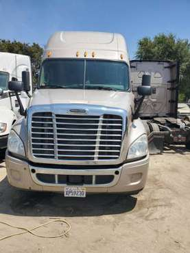Se Vende un 2014 Freightliner Cascadia for sale in Fontana, CA
