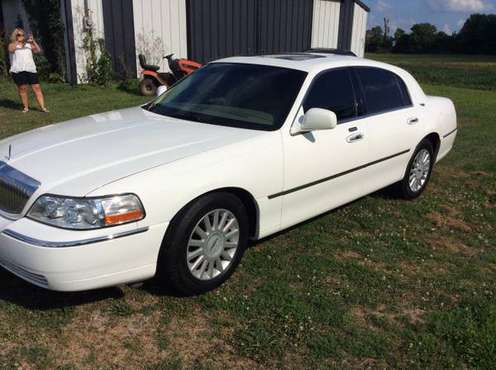 2005 Lincoln Town Car - cars & trucks - by owner - vehicle... for sale in Bagdad, KY
