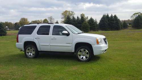 2007 GMC Yukon 4wd leather for sale in Sumner, MI
