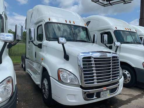 "(6) 2015 Freightliner Cascadia 70"" Sleeper for sale in Gulfport, TN"